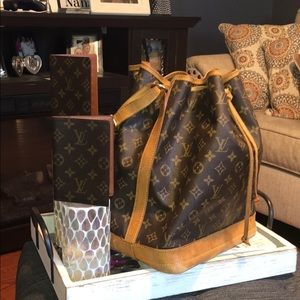 Authentic Louis Vuitton Mon Noe GM Passport/CheckB